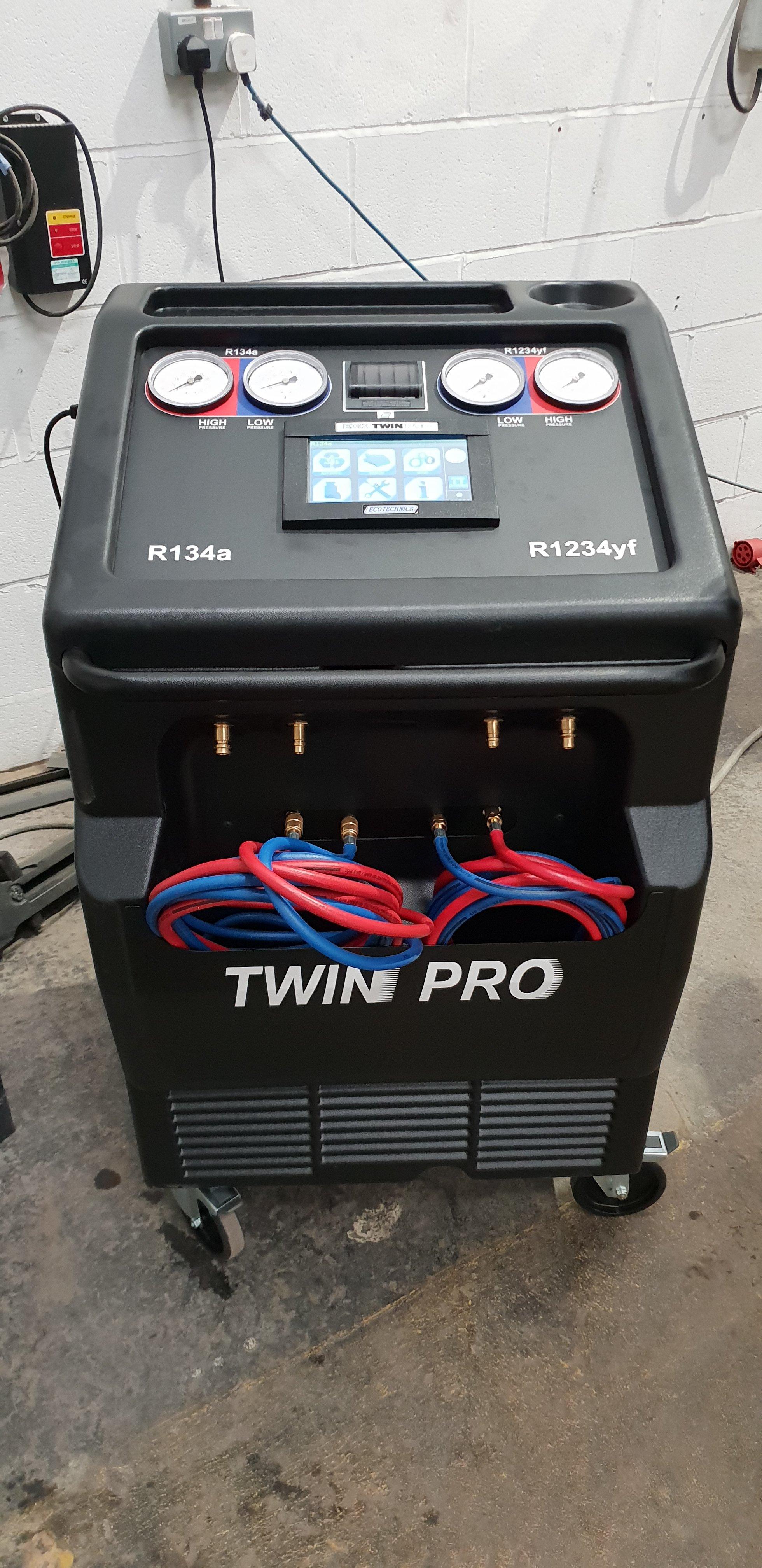 Air conditioning recharging station - Repair & Restore Body Shop